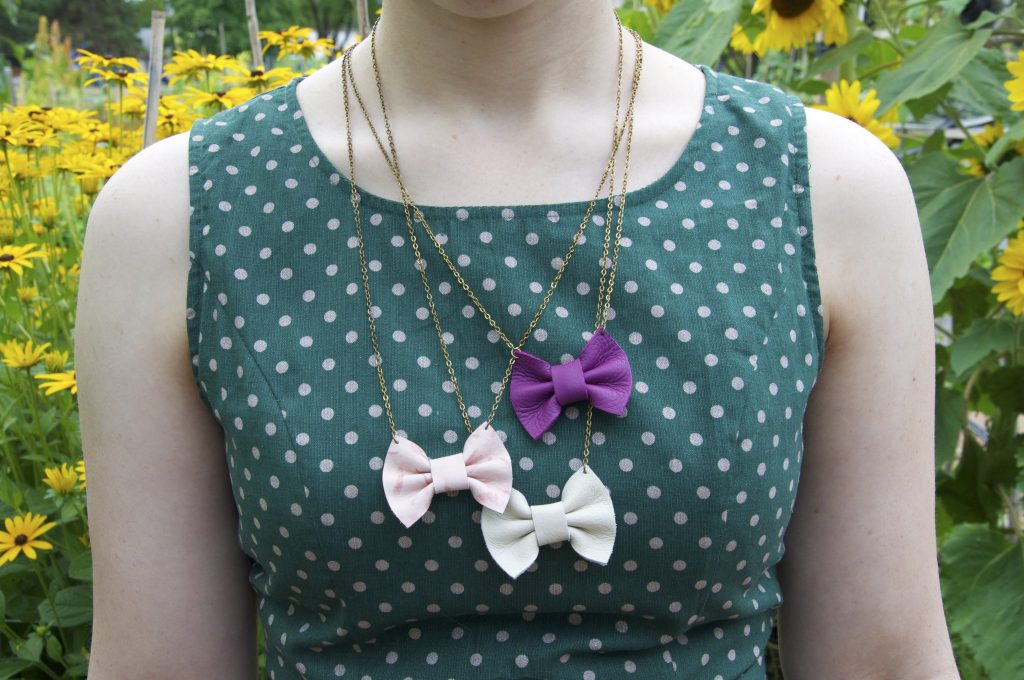 Bows necklace